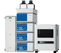 معرفی كروماتوگرافي مایع با عملكرد بالا High Performance liquid Chromatography یکی دیگر از مهم¬ترین دستگاه¬های آنالیز به روش کروماتوگرافی، که از آن می¬توان در جداسازی، اندازه¬گیری و شناسایی انواع مواد استفاده کرد کروماتوگرافی مایع با کارایی بالا (HPLC) می¬باشد.